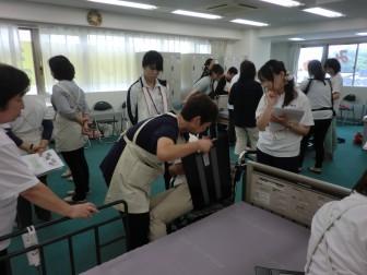 社内研修 「介助者の腰痛予防」 を開催しました。